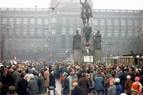 Manifestace u sochy sv. Václava v den Palachova pohřbu (25. ledna 1969)