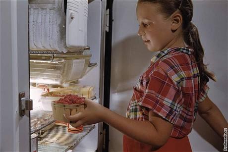 Veškeré potraviny se mají skladovat v uzavřených nádobách, jinak odpařováním zvyšují vlhkost v prostoru chladničky a tvoří se nežádoucí námraza.