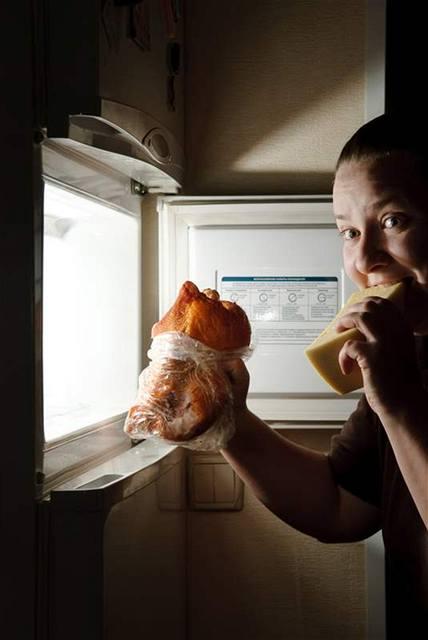 Chladnička není výkladní skříň ani v případě nočního hodování.
