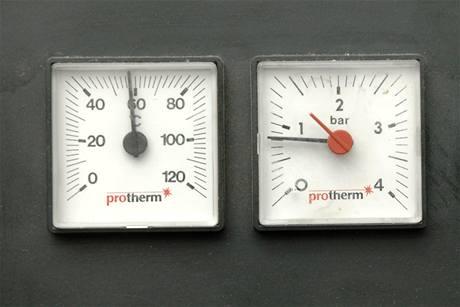 Po odvzdušnění je obvyklé, že klesne tlak v systému. U běžných domovních kotlů se pohybuje kolem 1,5 atmosféry.