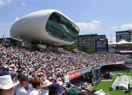 Medi�ln� centrum na kriketov�m h�i�ti Nel Lord�s v Lond�n� (stavba Jana Kaplick�ho)