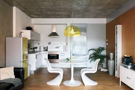 V interiéru se objevuje hlavně bílá, jako akcent pak žlutá