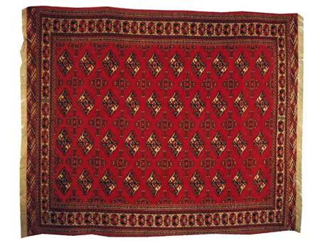 Klasické vzory v těchto barvách se doporučují ke klasickému a stylovému nábytku