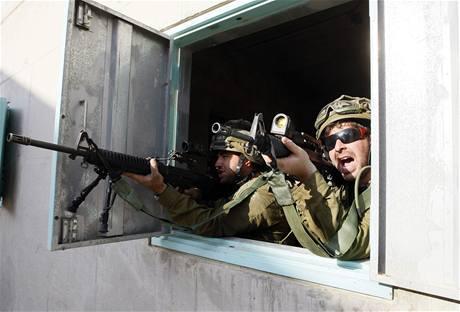 Izraelští záložníci se ve výcvikovém centru připravují na skutečné boje v ulicích.