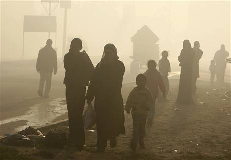 Palestinci opouštějí své domovy na severu pásma Gazy.