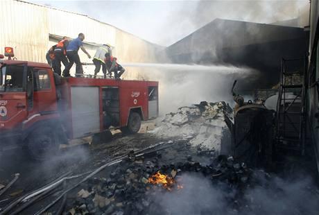 Budovu OSN v Gaza City se hasičům nepodařilo zachránit.