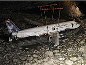Vyzdvižení letounu společnosti US Airways, který nouzově přistál na řece Hudson v New Yorku (18. leden 2009)