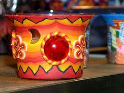 Svícny zdobené transparentními odstíny hmoty Fimo.