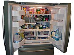 Všechny potraviny do chladničky ukládejte v uzavřených nádobách.