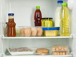 Všechny potraviny mají být v chladničce uložené v uzavřeném obalu.