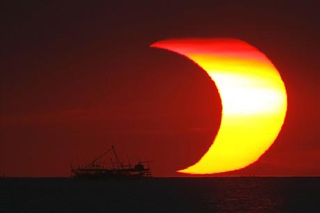 Zatmění Slunce nad Filipínami (26.1.2009)