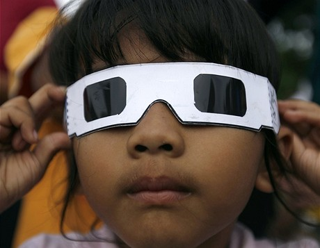 Prstencové zatmění Slunce nad Indonésií (26.1.2009)