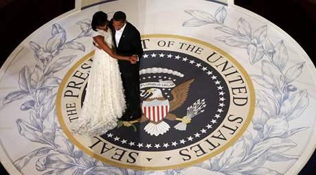 Prezident Barack Obama tančí s první dámou Michelle inauguračním bále velitelů ve Washingtonu.