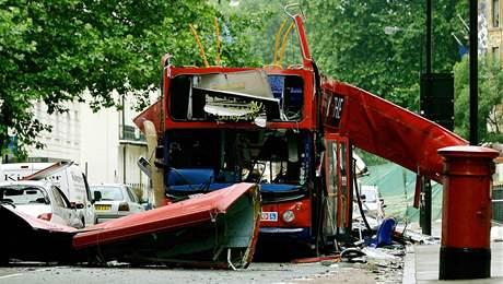 Torzo autobusu po teroristických útocích na Londýn 7. července 2005