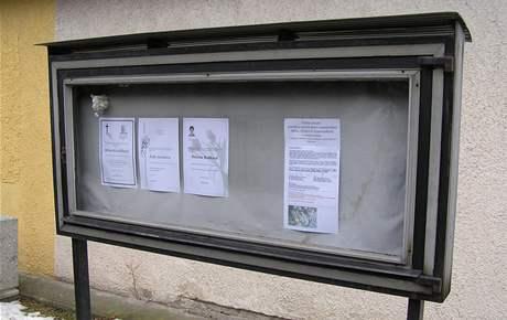 Petice zastupitelů proti hobby marketu visela na hřbitově