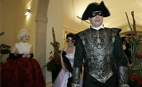 Reduta hostila ples v Mozartovském duchu