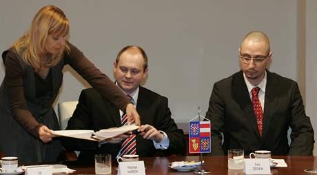 Kraj podepsal se Zetorem smlouvu o spolupráci
