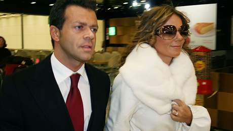 Geri Halliwellov� a Fabrizio Politi ozn�mili z�snuby, d�kazem je prsten