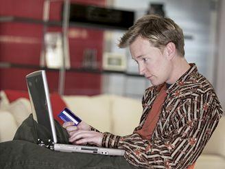 Při nakupování po internetu často posíláte peníze předem... a právě v tom může být problém.