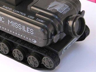 USB Tank s růžovými raketami