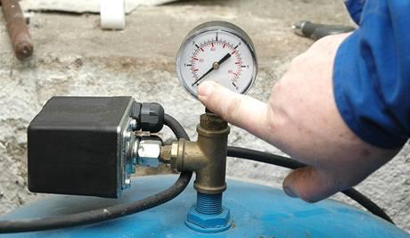 Po vypuštění vodárny se bude ukazovat nulový tlak vody