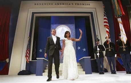 Prezident Barack Obama s první dámou Michelle na inauguračním bále domovského státu viceprezidenta Joe Bidena ve Washingtonu.