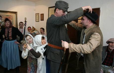 Rekonstrukce bitvy podle Ladova obrázku ve skanzenu u Olomouce