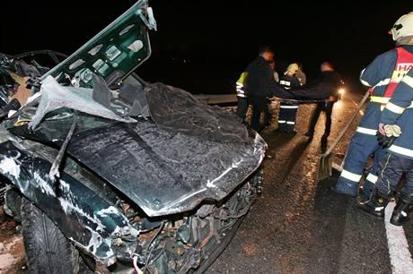 Při nehodě u Aše zemřeli dva lidé, čtyři byli zraněni