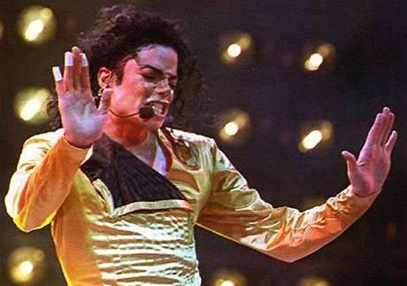 Michael Jackson zemřel v Los Angeles po selhání srdce.