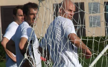 Slávisté Šenkeřík (vlevo), Toleski a Besta během soustředění v Dubaji.