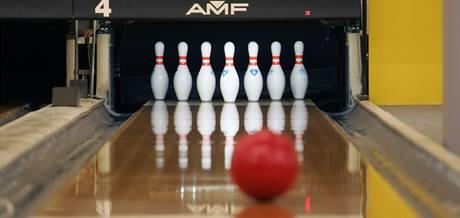 Češi se do bowlingu, jehož historie prý sahá až do doby 3 200 let před Kristem, zamilovali