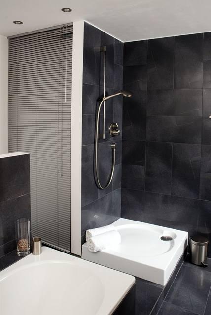 Sprchový kout čeká ještě na zástěnu