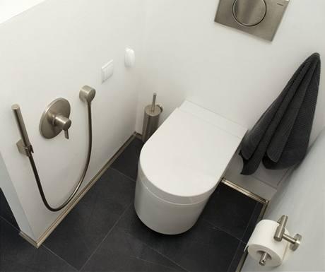 Bidet nahrazuje ruční sprcha od Hansgrohe
