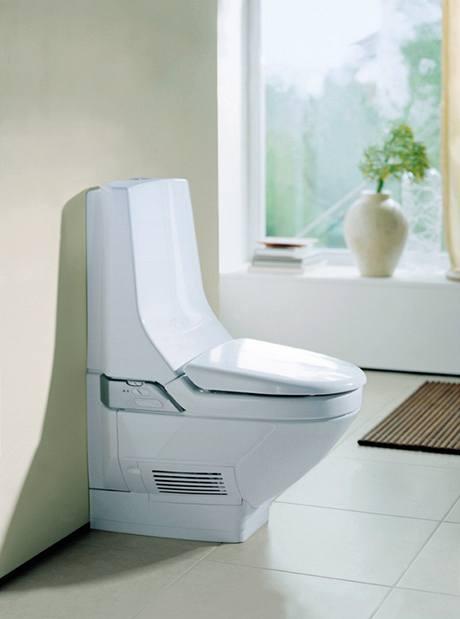 Jakmile usednete na toaletu, uvede se do chodu odsávání pachů