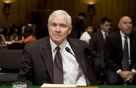 Staronový ministr obrany Robert Gates při slyšení v Senátu.