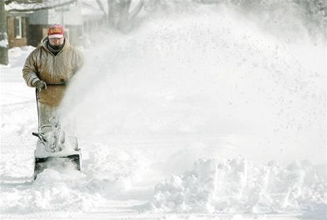 Zimní bouře sužují život milionům Američanů.