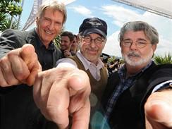 Herec Harrison Ford, režisér Steven Spielberg a producent George Lucas
