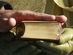 Barack Obama skládá prezidentský slib na stejnou bibli jako Abraham Lincoln