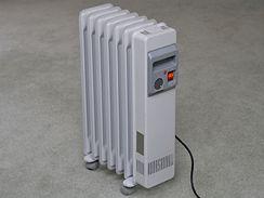 Přenosný elektrický radiátor.