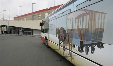 K výročí Dopravního podniku v Brně jezdí polepený autobus č.78