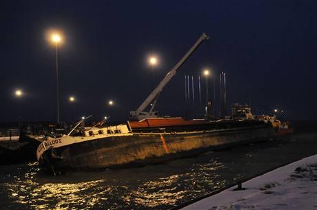 Potápějící se remorkér u Gabčíkova