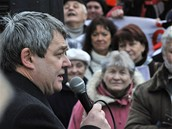 Vojtěch Filip z KSČM na demonstraci proti radarové základně v Česku na náměstí Jana Palacha v Praze (31. ledna 2009)