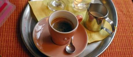 Espresso v brněnské kavárně Monro