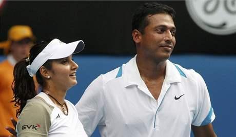 Indická dvojice Sania Mirzaová, Mahesh Bhupatí po zisku titulu ve smíšené čtyřhře na Australian Open 2009