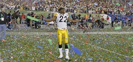 Hráči Pittsburghu oslavují triumf. Vyhráli Super Bowl.