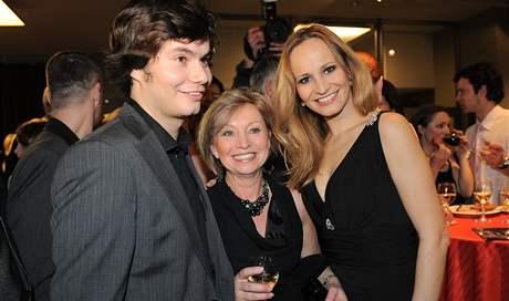 Monika Absolonová s maminkou a bratrem