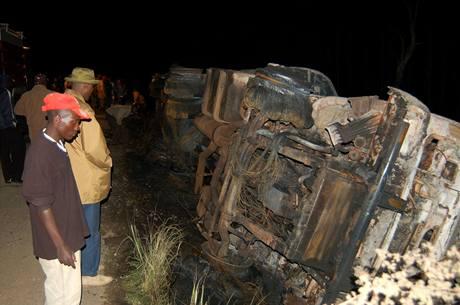 Výbuch benzínu, který vytekl z havarované cisterny v Keni, nepřežilo minimálně 111 lidí. (1. února 2009)