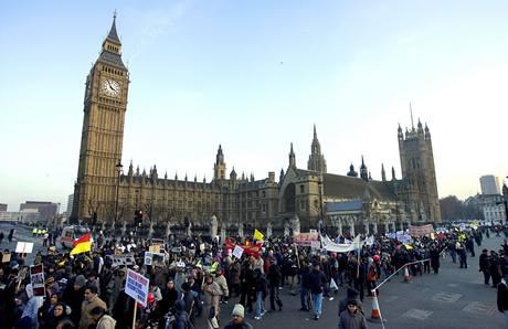 Centrem Londýna prošlo 50 tisíc Tamilů, chtějí zastavit genocidu na Srí Lance. (31. ledna 2009)