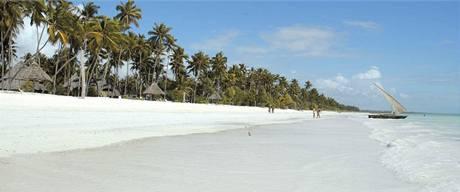 Bělostné pláže ostrova Zanzibar.