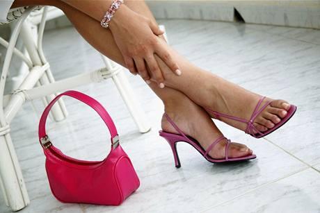Špatné boty způsobují otlaky, propad kleneb, vbočené palce, kuří oka či zarostlé nehty.